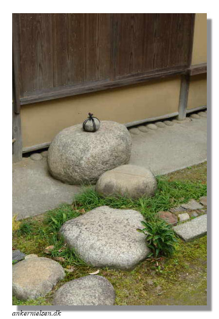 The tsubo en main garden paths and roji special purpose step stones in isui en in nara workwithnaturefo